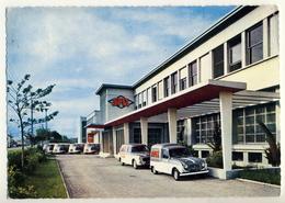 4L Renault Fourgonnette Et 403 Peugeot Commerciale Devant Spit à Bourg Les Valence .....Année1967 - Postcards