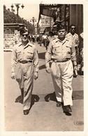 Rare Très Belle Photo Deux Militaires De La Coloniale En Ballade Sur La Canebière Marseille Guerre Algérie - 1939-45