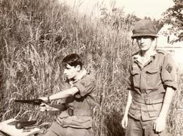Rare Très Belle Photo Deux Militaires Tirant Au Colt - 1939-45