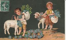 Fétes : Paques : Joyeuses Paques ( Enfants Avec Agneaux Portant Des Fleurs ) Carte Gaufrée - Pasen