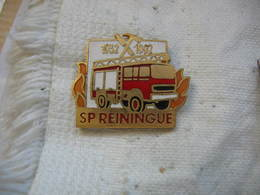 Pin's Des Sapeurs Pompiers De La Commune De REININGUE 1932-1992 - Pompiers