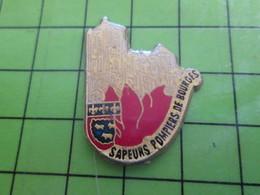818a Pin's Pins / Rare Et De Belle Qualité / THEME POMPIERS / BOURGES CATHEDRALE SAPEURS DEPARTEMENT 18 CHER - Brandweerman