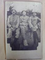 CPA  PHOTO  GROUPE  DE  MILITAIRES  SOUVENIR  DE  LA  CAMPAGNE DE  SERBIE   1915  1916 - Guerre 1914-18