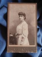 Photo CDV  Bacard à Montpellier  Jeune Femme  Robe Avec Dentelle (Henriette Ferlus  Mme Roder) Circa 1900 - L389D - Old (before 1900)