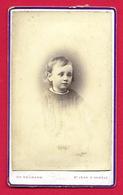 Photographie CDV - Studio Ch. Neumann à Saint-Jean D'Angély - Portrait D'un Enfant - Personnes Anonymes