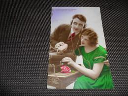 Femme ( 987 )  Couple  Radio  T S F - Vrouwen