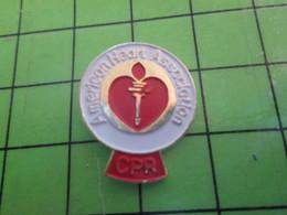 818b Pin's Pins / Rare Et De Belle Qualité / THEME ASSOCIATIONS / AMERICAN HEART ASSOCIATION CPR - Vereinswesen