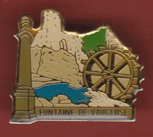 53500-  Pin's-Fontaine De Vaucluse.. - Villes