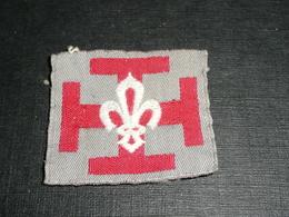 Rare Ancien écusson En Tissu Brodé, Patch, Croix Potencée Et Fleur De Lys, Scout Scouts De France Scoutisme - Scoutisme