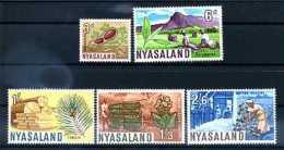 A14020)Blumen: Nyasaland 128** +  130 - 133** - Altri