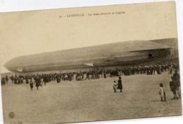 Dt 54 LUNÉVILLE - La Foule Entoure Le ZEPPELIN - Luneville