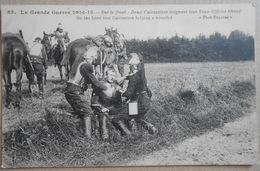GUERRE 1914 : Sur Le Front 2 Cuirassiers Soignant Leur Sous Officier Blessé (on The Front Troo Cuirassiers Helping A Wou - Guerre 1914-18