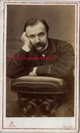 Amusant-CDV Homme Qui Se Met En Scène-regard Ténébreux-photo L Et F Caron Rue Des 3 Cailloux AMIENS - Anciennes (Av. 1900)