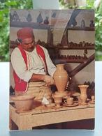 Cp JERBA Potier De Guellala. 1973, 2 Beaux Timbres. - Tunisia