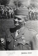 88Sv   Photo S.C.A. Service De Presse Ministere De La Guerre 39/45 Le Général Dody Medaille Militaire - Guerra 1939-45