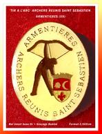 SUPER PIN'S TIR à L'ARC : ARCHERS REUNIS SAIT SEBASTIEN D'ARMENTIERES (Nord) émail Base Or + Glaçage De Qualité  2,5X2cm - Archery