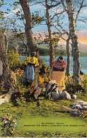 BLACKFEET INDIAN SHOWING HIS NEWLY WAR BONNET-NATIVE AMERICAN POSTCARD 33729 - Native Americans