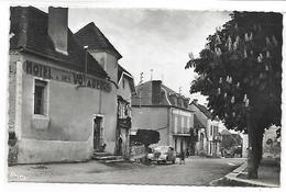 ASSIER - Un Côté De La Place De L'Eglise - Assier