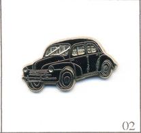 Pin's Automobile - Renault / Modèle 4CV (1946) - Version Noire. Non Estampillé. Zamac. T617-02 - Renault
