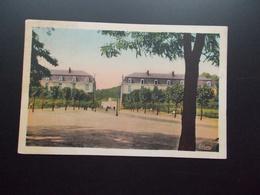 LE CREUSOT La Caserne Et Le Monument Années 1920/30 Couleur - Le Creusot