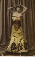 13911  - JEUNE FEMME -  ARTISTE  CABARET  Circulée En 1906 - Kabarett