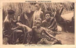 AFRIQUE Noire ( Missions Aficaines ) SALON De COIFFURE : Frisettes ? Ondulations ? - CPA - Black Africa - Sin Clasificación