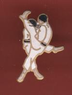 53503-  Pin's-Judo.Karaté.. - Judo