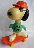FIGURINE MAC DONALD'S SNOOPY Sur Son Skate JOE COOL PEANUTS 2000 - Snoopy