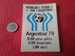 PEGATINA POLÍTICA ADHESIVO POLITICAL STICKER MUNDIAL DE ARGENTINA 78 1978 REPRESSIÓ I FÚTBOL DICTADURA SOCCER FOOTBALL - Pegatinas
