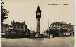 13922 - Rhone - LA DEMI LUNE  :  TRAMWAY SUR LA PLACE  -  Circulée En 1927 - France