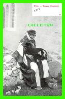 CÉLÉBRITÉS - HIRTE - BERGER, SHEPHERD - DOS NON DIVISÉ - - Autres Célébrités
