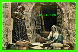 JERUSALEM, ISRAEL - FEMMES BOULANGÈRES - BAKING BREAD - BROT BACKEN - 3/4 BACK - - Israel