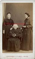 CDV 2 Femmes Et Un Prêtre Très âgé-photo L Et F Caron à AMIENS - Anciennes (Av. 1900)