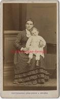 CDV En 1878-vie Quotidienne-une Jeune Maman Et Son Enfant-jolie Robe--photo Léon Caron à AMIENS - Anciennes (Av. 1900)