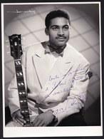 LARGE DEDICATED PHOTO ** MUSICIAN TO IDENTIFY ** RARE ( 1956 CASINO KNOKKE ) - Foto Dedicate