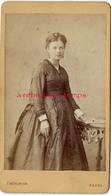 CDV Vers 1875-jolie Femme-photographie Höflinger à BASEL- Suisse - Fotos