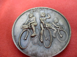 Médaille De Sport/Cyclisme/Club Velocio Gaillard/Randonnée / DORDOGNE -  VEZERE /1983      SPO294 - Cyclisme