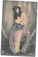 PORTRAIT D'une JOLIE FEMME Et Le Fer à Cheval -SAL* - - Artistes