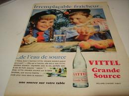 ANCIENNE PUBLICITE IRREMPLACABLE FRAICHEUR EAU VITTEL  1959 - Posters