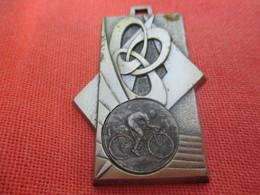 Médaille De Sport De Sport  / Cyclisme / 1ére Flêche Malemortoise/MALEMORT/ Corréze/ Vers 1980         SPO309 - Cyclisme