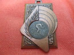 Médaille De Sport De Sport  / Cyclisme / MALEMORT/ Corréze/ 1983      SPO310 - Cyclisme