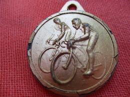 Médaille De Sport  / Cyclisme /Randonnée Bas-Limousin/Gloria/ Vers 1980   SPO313 - Cyclisme