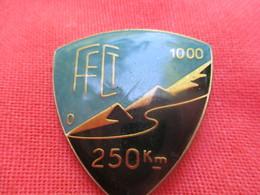 Insigne Sport à épingle/Cyclisme/Fédération Française Cyclotourisme/1000 M  /250 Km/Beraudy Ambert/ Vers 1980   SPO315 - Cyclisme