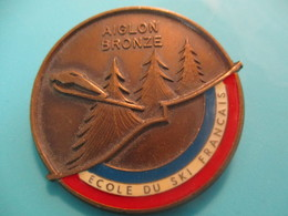 Insigne Sport à épingle/SKI/ Ecole Du Ski Français/ AIGLON BRONZE/ /Vers 1970-80   SPO328 - Invierno