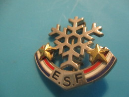 Insigne Sport à épingle/SKI/ Ecole Du Ski Français/ Flocon Deux  Etoiles/ DECAT /Vers 1970-80   SPO332 - Invierno