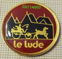 LE LUDE  CHATEAU ATTELAGE CALECHE  Dpt 72 SARTHE - Villes