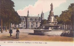 CPA - 90. NEVERS La Place De Al République Et Le Palais Ducal - Nevers