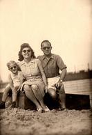 Photo Originale Lunettes De Soleil Et Famille Lunettes En 1945 à Bremen (Brême) - Objects