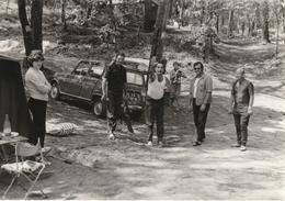 Photo 127 Mm X 89 Mm -  Années 70 - Camping - Pétanque - Automobile Renault 4 - Scan R/V - Lieux