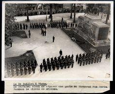 Photo-originale-Maréchal Pétain, Vichy Le 14 Juillet    180 X 130 - Documents Historiques